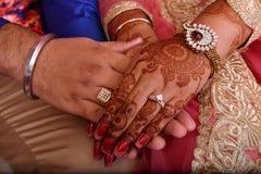 Mãos dos pares Fotografia de Stock