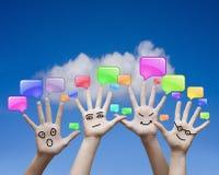 Mãos e ícones de uma comunicação Imagens de Stock Royalty Free