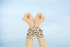 Mãos e céu acorrentados Imagem de Stock Royalty Free