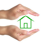 Mãos e casa verde Fotografia de Stock Royalty Free