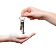 Mãos e chave Fotografia de Stock Royalty Free