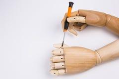 Mãos e chave de fenda de madeira Fotos de Stock