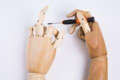 Mãos e chave de fenda de madeira Foto de Stock Royalty Free
