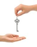 Mãos e chave Imagens de Stock Royalty Free
