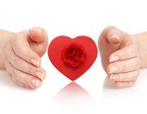Mãos e coração Fotos de Stock Royalty Free