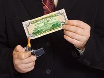 Mãos e dinheiro burnning Foto de Stock