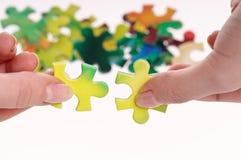 Mãos e enigma Imagem de Stock Royalty Free