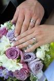 Mãos e flores Fotografia de Stock