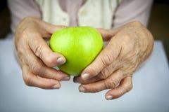 Mãos e frutos da artrite reumatoide Imagem de Stock Royalty Free