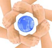 Mãos e globo imagem de stock