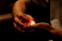 Mãos e incêndio Fotos de Stock Royalty Free