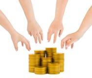 Mãos e moedas foto de stock royalty free
