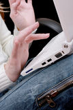 Mãos e portátil Imagem de Stock