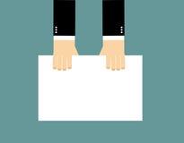 Mãos e quadro de avisos vazio O homem de negócios mantém a folha de papel limpa ilustração royalty free