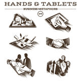 Mãos e tabuletas Vetor gravado Fotos de Stock Royalty Free