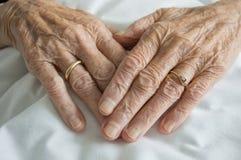 Mãos enrugadas Foto de Stock