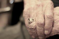 Mãos envelhecidas Fotografia de Stock