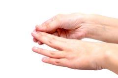 Mãos fêmeas que aplicam a loção hidratando, no branco fotografia de stock royalty free