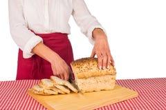 Cortando o pão fotografia de stock