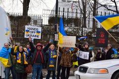 Mãos fora de Ucrânia Fotografia de Stock Royalty Free