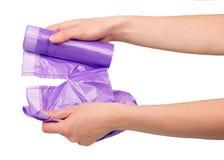 Mãos fora do fim waste do saco isoladas acima no branco fotografia de stock