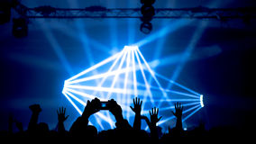 Mãos levantadas no concerto Imagens de Stock Royalty Free