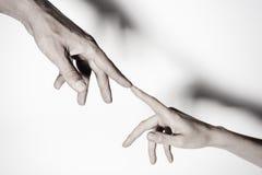 Mãos masculinas e fêmeas conectadas um com o otro junto e para sempre toned Fotos de Stock