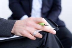 Mãos na reunião de negócios Imagens de Stock Royalty Free