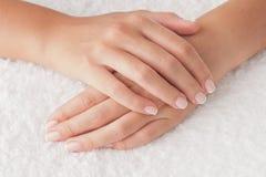 Mãos na toalha Imagem de Stock Royalty Free