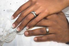 Mãos nupciais dos pares Imagens de Stock Royalty Free