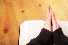 Mãos Praying Fotos de Stock