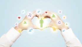 Mãos que criam um formulário com a conexão social dos meios Fotos de Stock Royalty Free