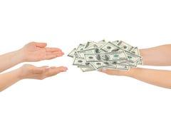 Mãos que dão o dinheiro Imagens de Stock