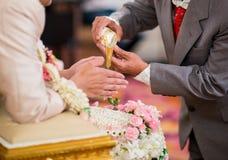 Mãos que derramam a água da bênção Fotos de Stock Royalty Free