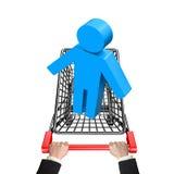 Mãos que empurram o carrinho de compras com o homem 3D azul Imagens de Stock Royalty Free