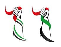 Mãos que guardam bandeiras dos UAE imagens de stock