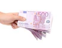 Mãos que guardam 500 cédulas dos euro Imagem de Stock