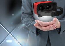 Mãos que guardam e que interagem com os auriculares da realidade virtual com efeito da transição Imagem de Stock