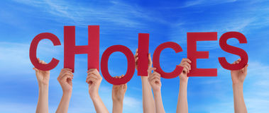 Mãos que guardam escolhas no céu Foto de Stock Royalty Free