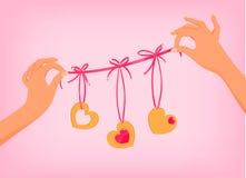 Mãos que guardam a festão bonito do dia de Valentim Fotos de Stock
