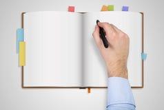 Mãos que guardam o caderno Fotografia de Stock Royalty Free
