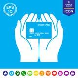 Mãos que guardam o cartão de crédito ícone Imagens de Stock Royalty Free