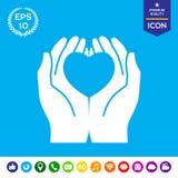Mãos que guardam o coração - símbolo da proteção Imagem de Stock Royalty Free