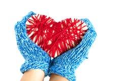 Mãos que guardam um coração tecido Foto de Stock Royalty Free