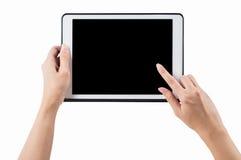 Mãos que mantêm a tabuleta horizontal no fundo branco Pa do grampeamento Fotografia de Stock
