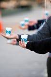 Mãos que oferecem a água Fotografia de Stock Royalty Free