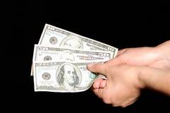 Mãos que prendem cem dólares, cinqüênta e tweny Fotografia de Stock Royalty Free