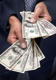 Mãos que prendem o dinheiro Imagens de Stock Royalty Free