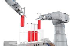 Mãos robóticos que trabalham nos tubos de ensaio Foto de Stock Royalty Free