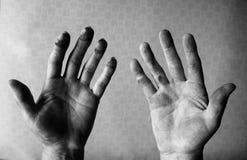 Mãos sujas do mecânico Imagens de Stock Royalty Free
